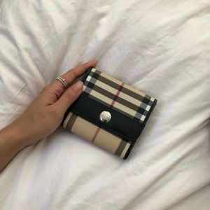 100% Authentic New Nova Check Burberry Wallet